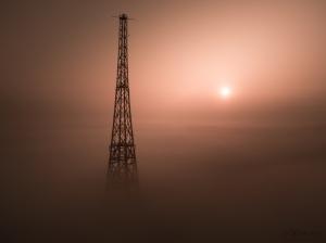 radiostacja gliwicka we mgle wschód